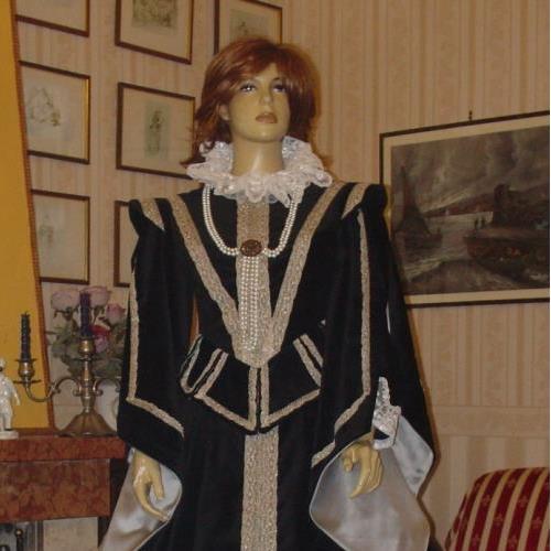 ac38a6e091db Catalogo completo di abiti storici realizzati a mano e su misura